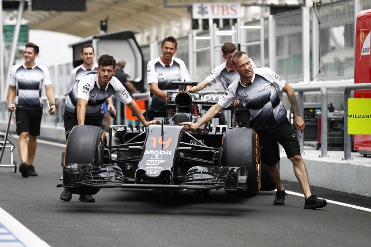 F1 | アロンソ、ホンダPU交換で30グリッド降格へ。「最後尾からでも入賞は可能」