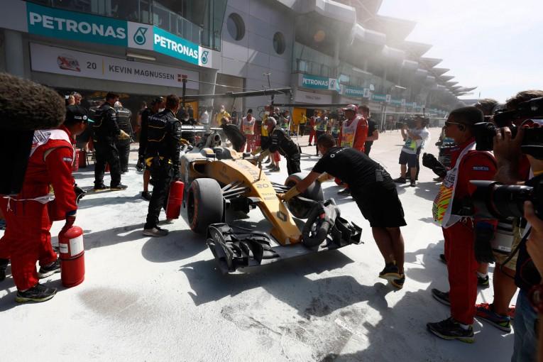 F1 | 動画:マグヌッセンのマシンから突然の出火/F1第16戦マレーシアGP