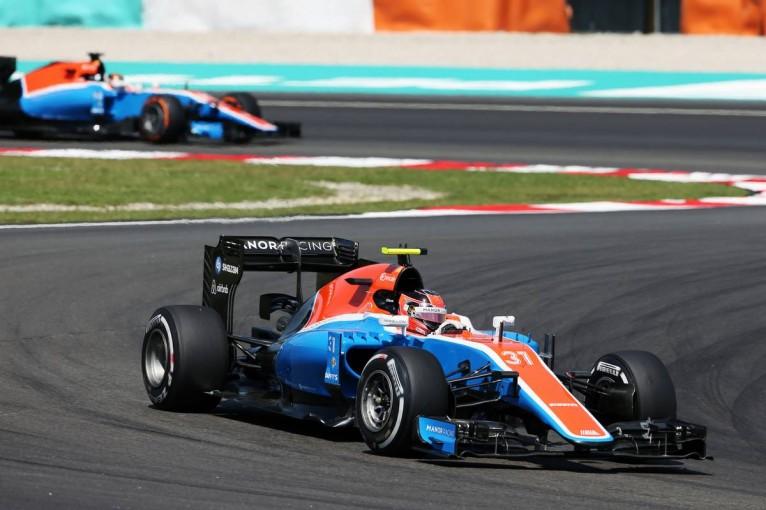F1 | オコン、初めてウェーレインに勝つ「デビューからの努力が実りつつある」:マノー マレーシア土曜