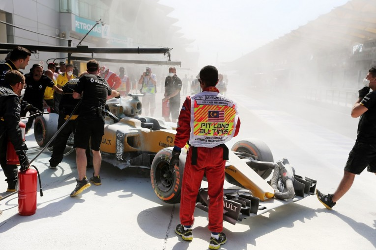 F1   マグヌッセン、新パーツで出火「セパンは思っていたよりずっと暑かった!」:ルノー マレーシア金曜