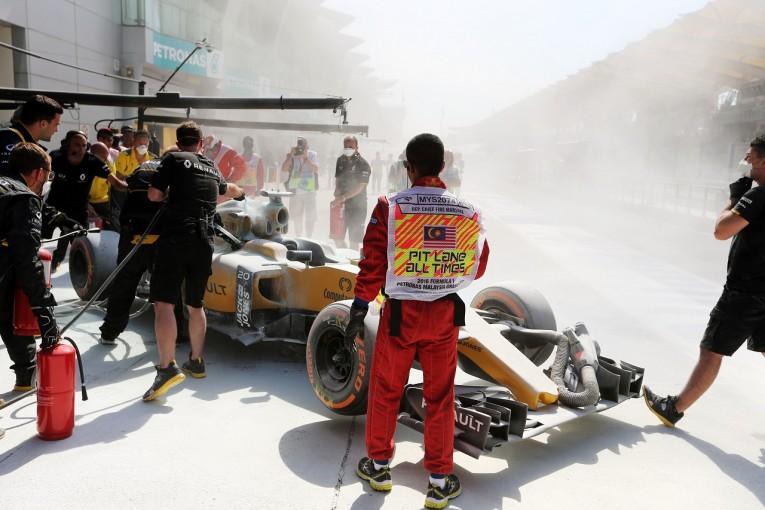F1 | マグヌッセン車の火災で「ハロ」の課題が浮き彫りに。アロンソが懸念示す