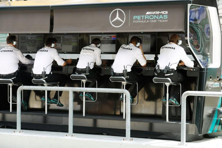 F1 | F1 Topic:準地元?赤道直下でもクールなメルセデス