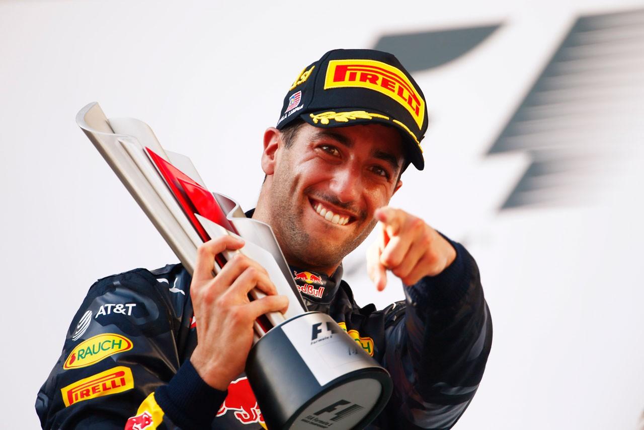 F1マレーシアGP決勝、ドラマに満ちたレースを僚友とのバトル制したリカルドが制す