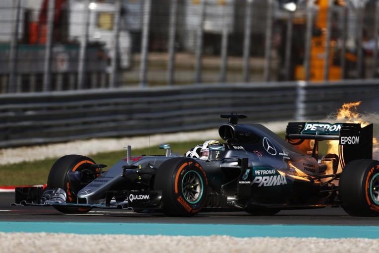 F1 | ハミルトン、エンジンブローで勝利失い意気消沈。「僕にばかりトラブルが起こるのはおかしい」