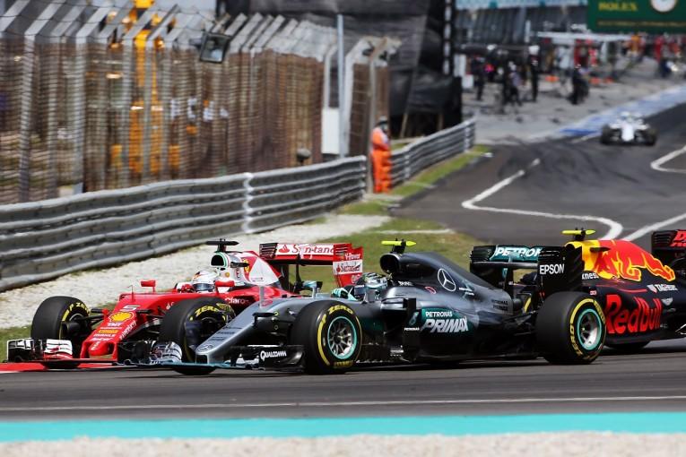F1 | ロズベルグ「制御不能の魚雷にぶつけられた気分」:メルセデス マレーシア日曜