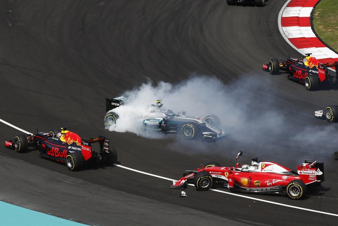 2016年第16戦マレーシアGP セバスチャン・ベッテル(フェラーリ)とニコ・ロズベルグ(メルセデス)