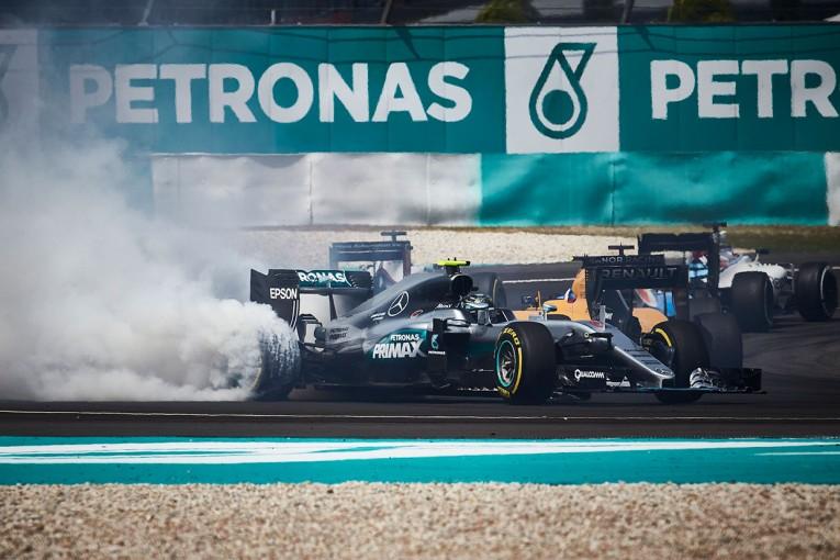 F1 | 動画:ベッテル、ロズベルグとの接触により0周リタイア/F1第16戦マレーシアGP