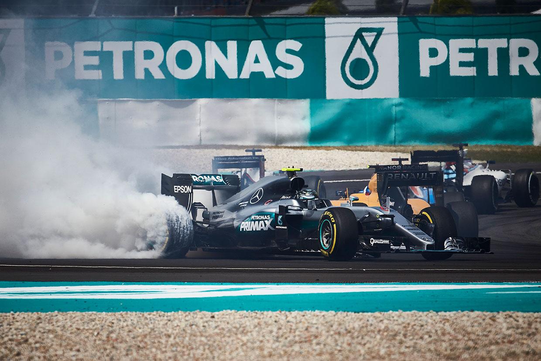 動画:ベッテル、ロズベルグとの接触により0周リタイア/F1第16戦マレーシアGP