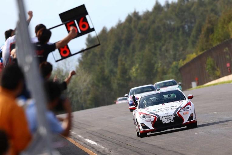 国内レース他   86/BRZ:第7戦は佐々木が逆転勝利。今季3勝目を挙げタイトル確定