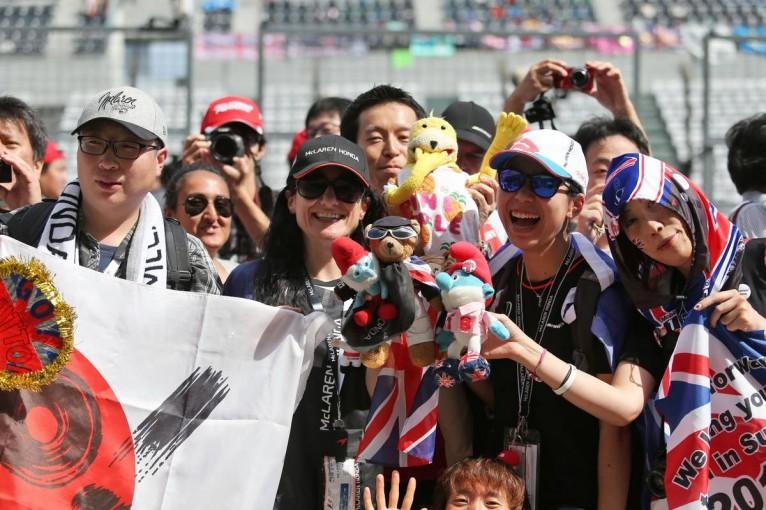 F1   木曜ピットウォーク/F1第17戦日本GP フォトギャラリー