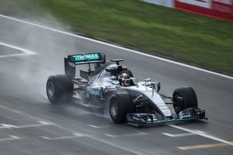 F1 | 2017年F1タイヤテスト:ハミルトンが足を傷め欠席。天候不良でピレリが懸念表明