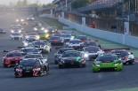 ヨーロッパのブランパンGTシリーズの様子。多くのGT3カーが競り合う。