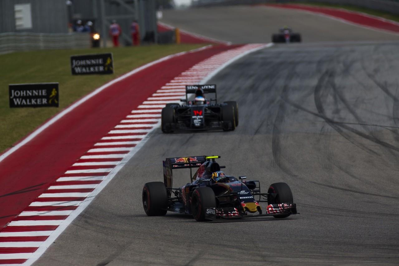 2016年第18戦アメリカGP カルロス・サインツJrとフェルナンド・アロンソ