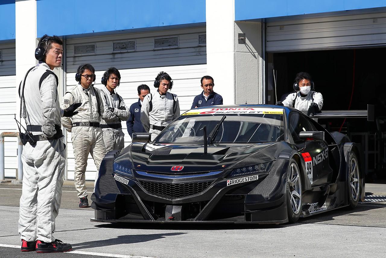 オートポリスで17年仕様GT500テストがスタート。3車種とも順調に周回重ねる