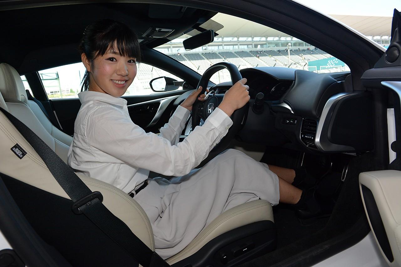 梅本まどかがNSXのセーフティカーに座ってみる。「緊張しました!」