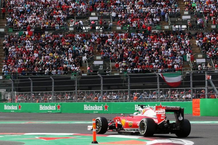 F1   動画:ベッテルとレッドブル勢の接近バトル/F1メキシコGP