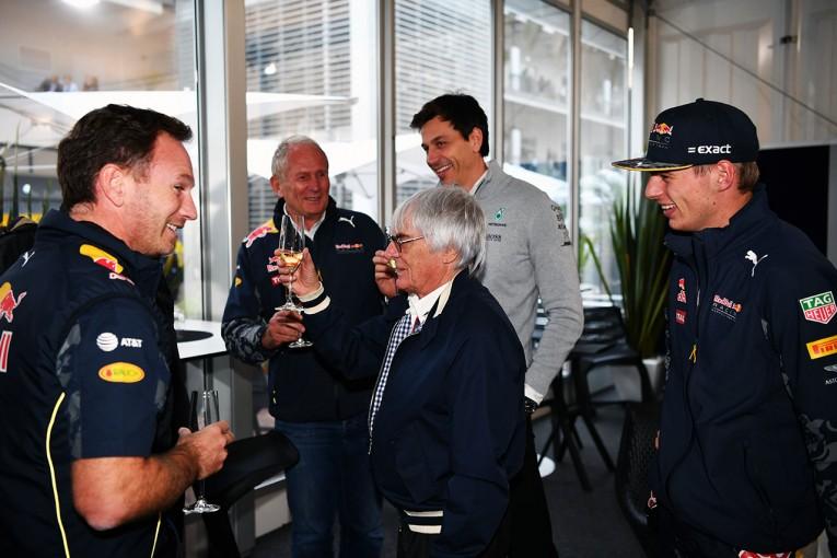 F1 | 議論を起こす、フェルスタッペンの攻撃的アプローチ。メルセデス、レッドブル代表の見解