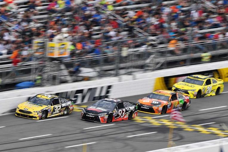 海外レース他   TOYOTA GAZOO Racing NASCARマーティンズビル レースレポート