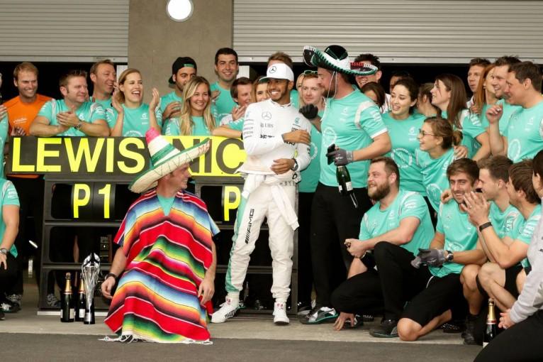 F1 | ピレリ「大半が1ストップを選択するなか、リカルドが全コンパウンドを使用した」