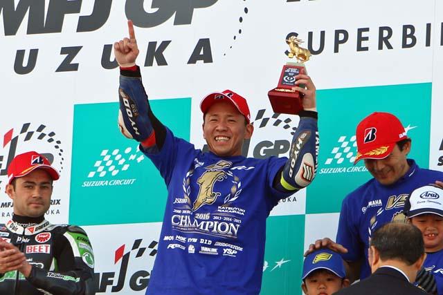 MotoGP | 全日本ロード第9戦鈴鹿レース1:中須賀がハスラムとの接戦を制し優勝で王者獲得