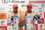 GT500クラスチャンピオンを獲得したDENSO KOBELCO SARD RC Fのヘイキ・コバライネンと平手晃平