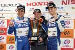 GT300クラスチャンピオンを獲得したVivaC 86 MCの土屋武士と松井孝允