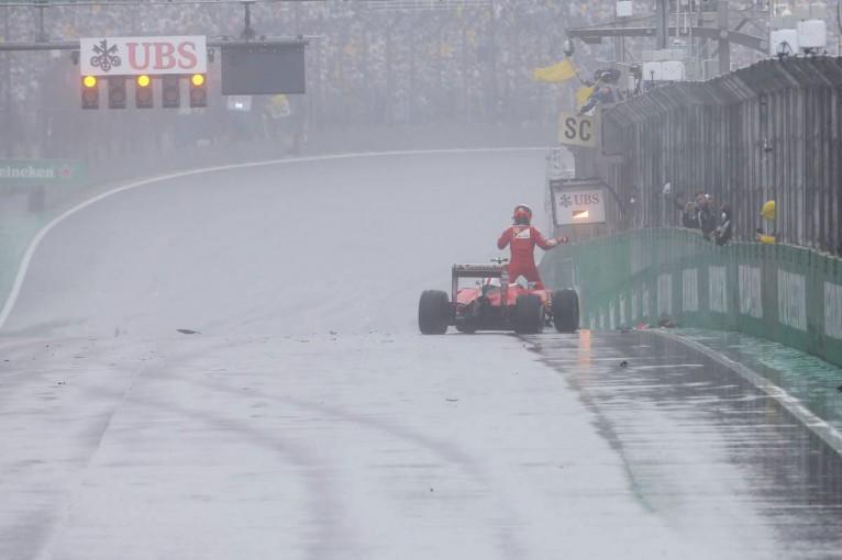 F1 | 動画:ライコネンがクラッシュ、赤旗中断に/F1ブラジルGP