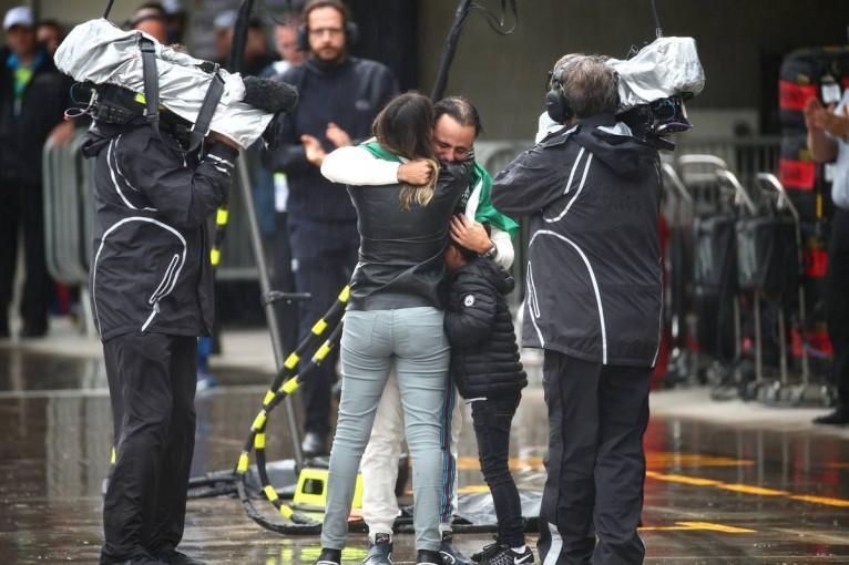 F1   動画:マッサ、最後の地元レースをクラッシュで終える/F1ブラジルGP