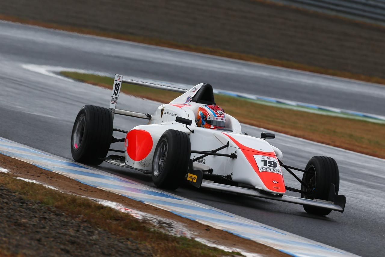 FIA-F4もてぎ:最後まで攻めの姿勢を貫いた宮田莉朋が王座に輝く