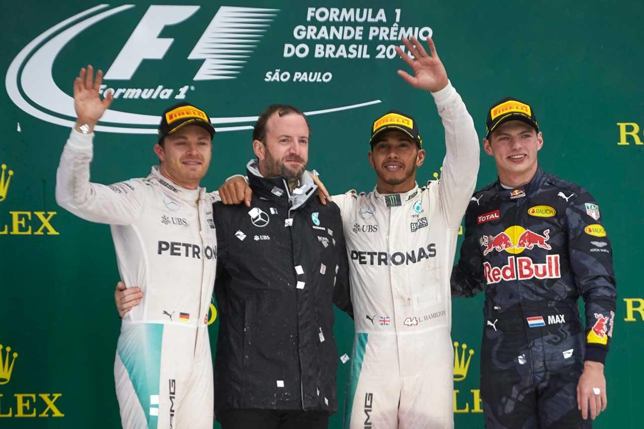 F1 Topic:チーム広報も表彰台に登壇。メルセデス、常勝軍団ならではの粋な計らい