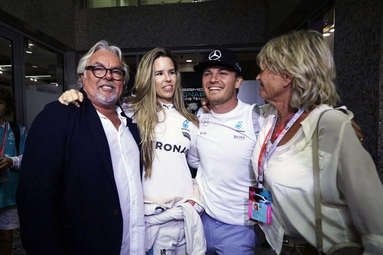 F1   ケケ、息子ニコについて6年ぶりに語る。「レース中、私はドバイにいた」