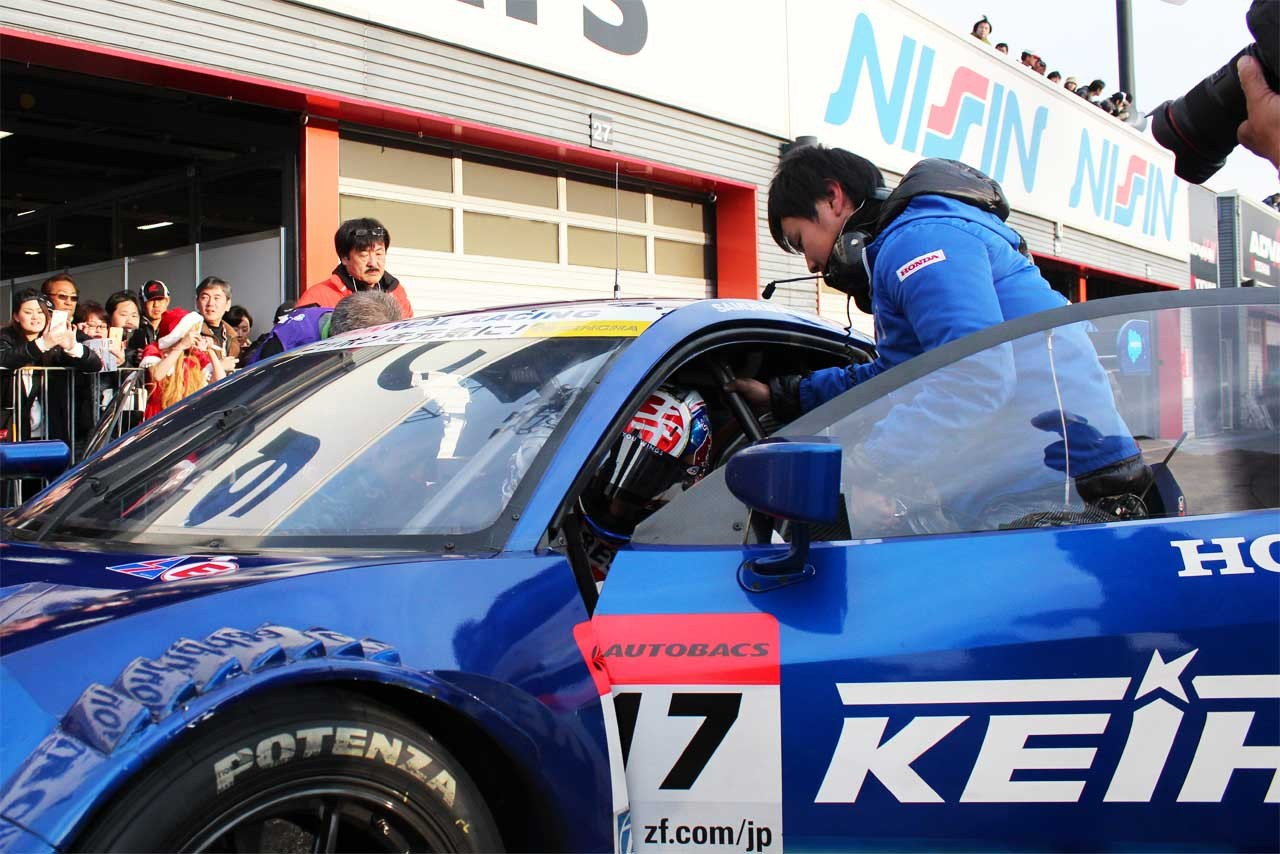 ホンダサンクスデー:バトンがNSX CONCEPT-GTで、アロンソがMotoGPマシンで競演