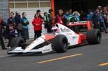 マクラーレン・ホンダMP4/6をドライブするジェンソン・バトン