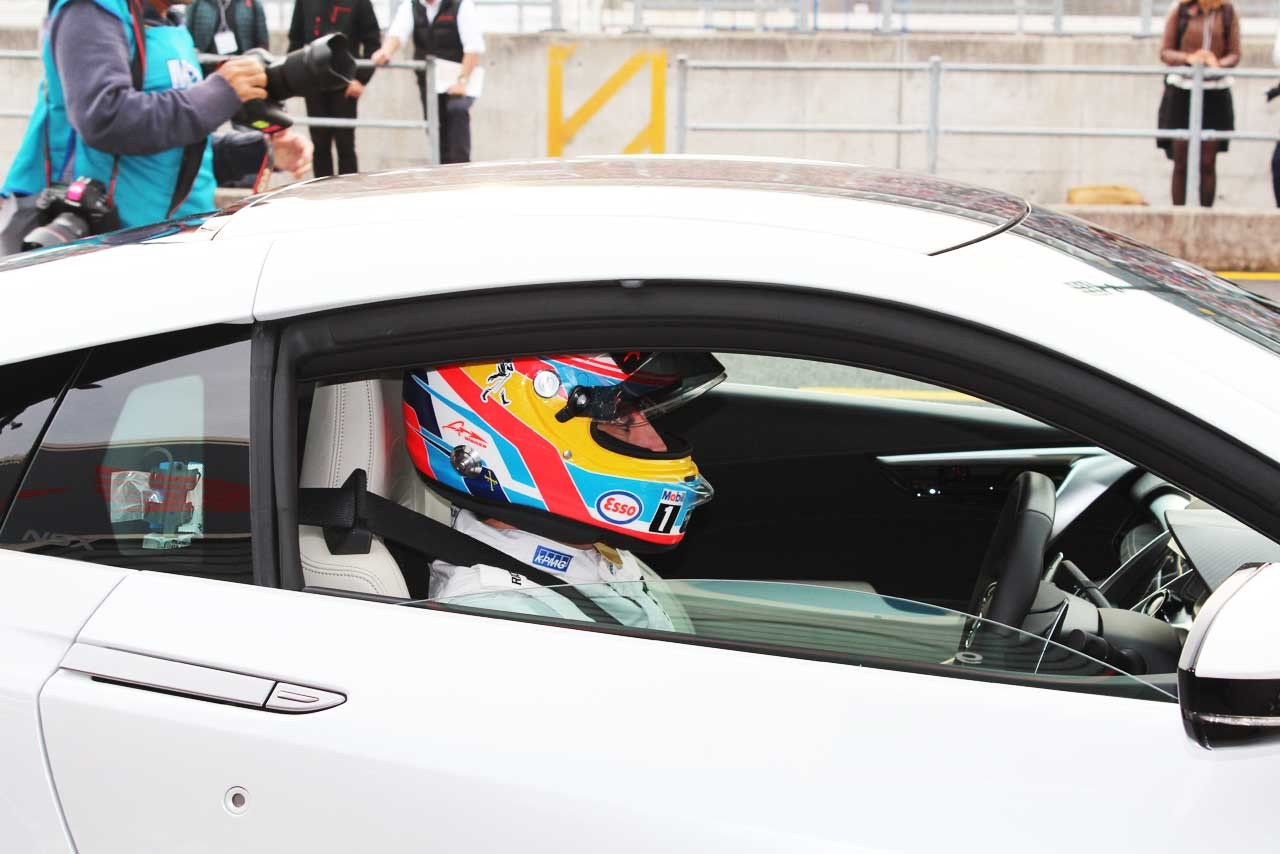 NSXに乗るフェルナンド・アロンソ