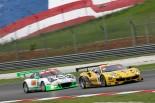 競り合う50号車フェラーリと912号車ポルシェ