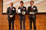 JMSアワードを受賞した牧野任祐(中央)と特別賞を受賞した富士スピードウェイの原口 英二郎社長(右)