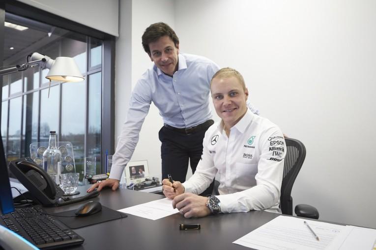 F1   メルセデスF1「ベッテル、アロンソの動向を見守りたい」ボッタスとの1年契約の背景を語る