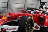 ハロのテストを行うフェラーリのベッテル