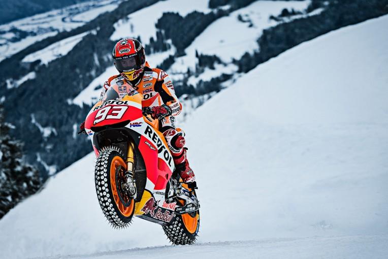 MotoGP | MotoGPマシン×雪山。マルケスがあり得ないデモランを実施