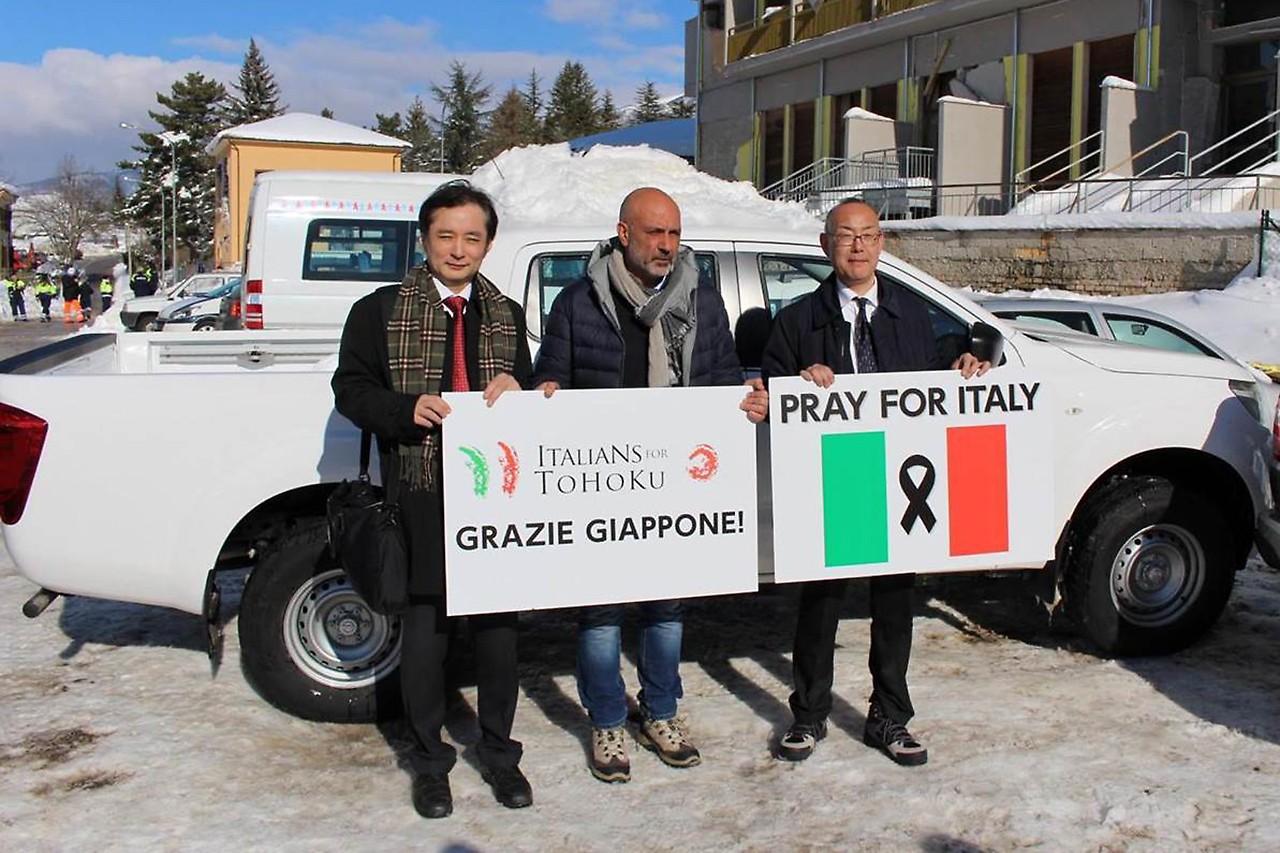 モータースポーツからの思いが形に。『PRAY FOR ITALY』が四駆車をアマトリーチェに寄贈