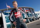 ケビン・マグヌッセン、ハースF1のレーシングスーツ姿を初披露