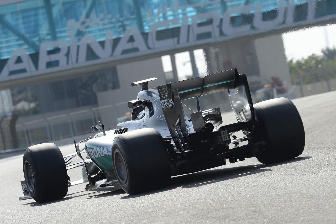 2017年用ピレリF1タイヤのためのテストを行うメルセデス