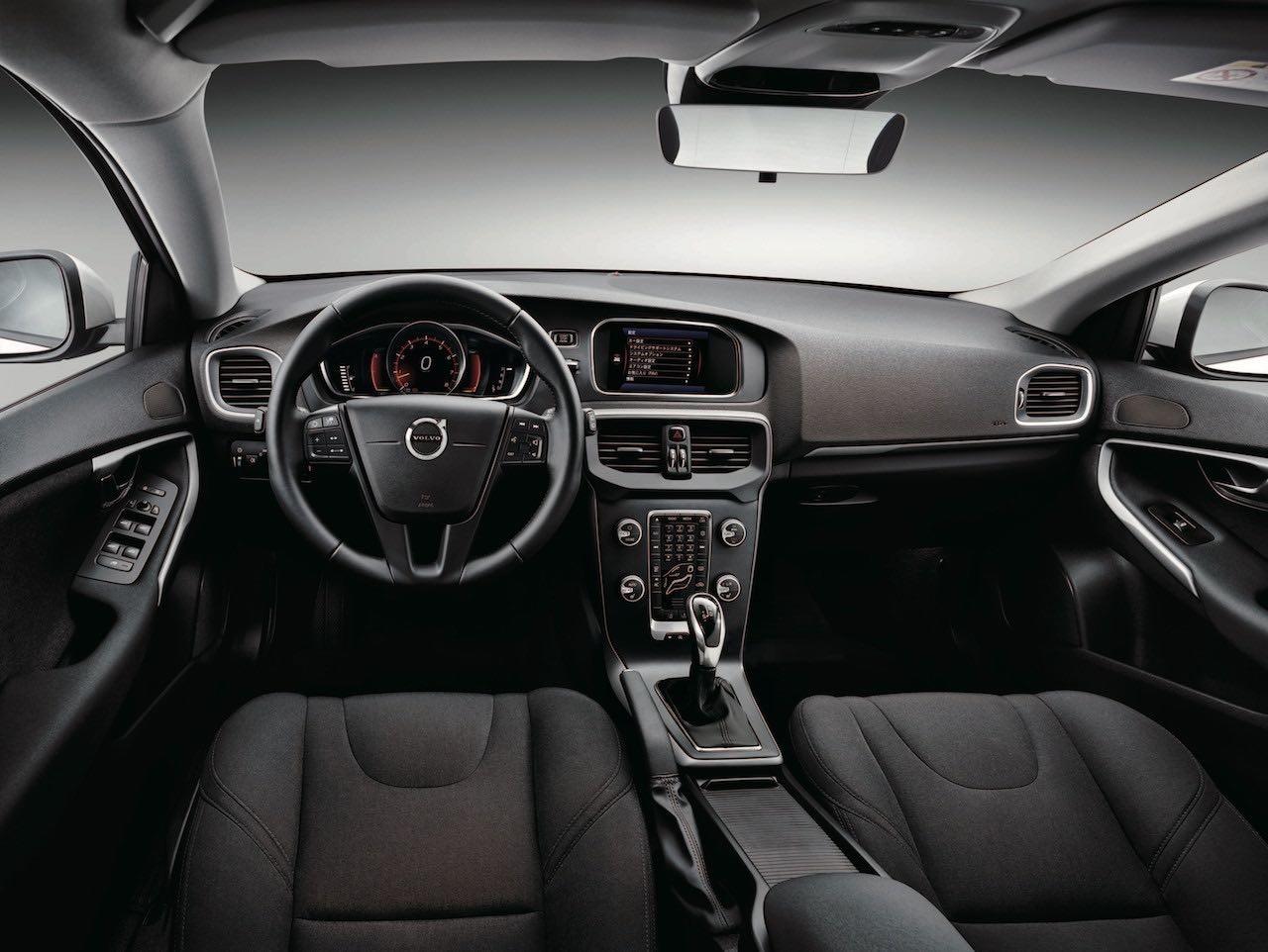 『ボルボ・V40』に200万円台のエントリーモデル「T2 Kinetic」を追加