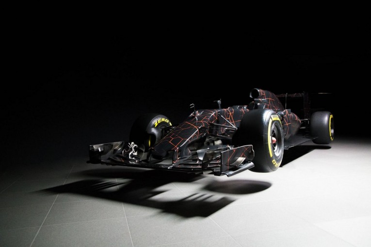 F1 | アロンソ、マクラーレンF1の新車カラーを教えてもらえず。「勝てるなら色は何でもいい」