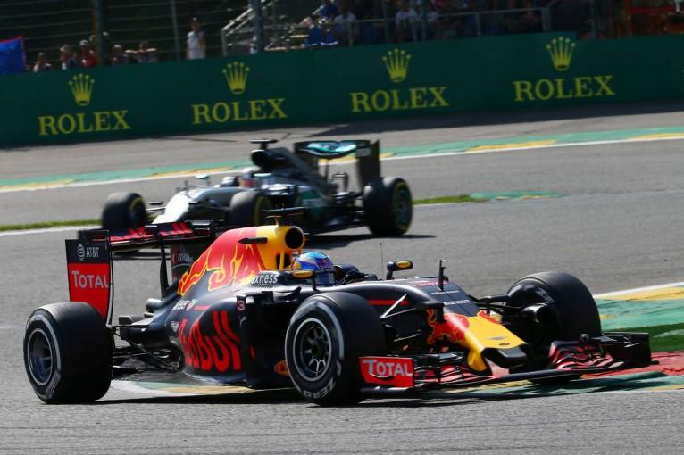 F1   レッドブルのエクソンモービルへの燃料変更はF1タイトル争いに影響するのか
