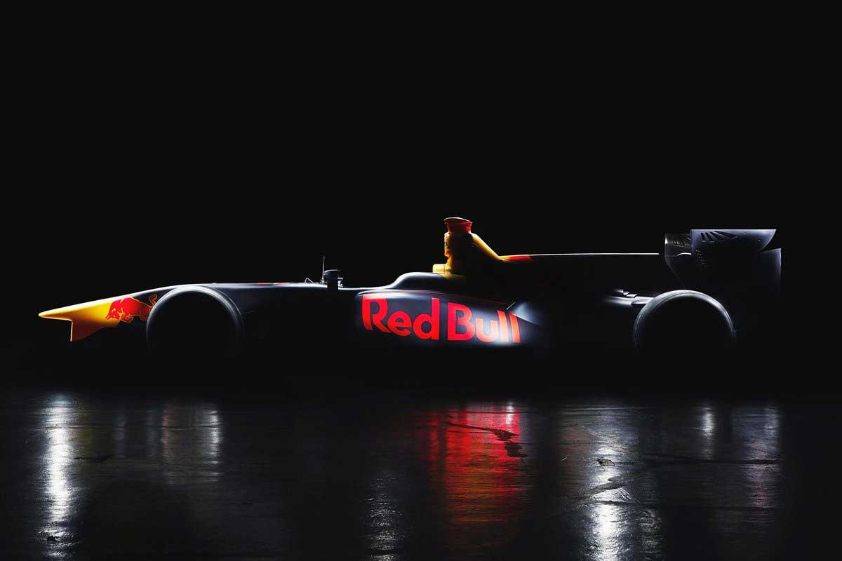 レッドブル・ジャパン、レッドブルカラーのフォーミュラマシンをチラ見せ
