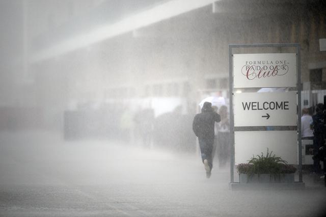 F1   FP2は土砂降り、雷の恐れで無期限のスタート延期