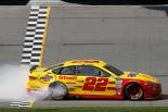 最終ラップに逆転勝利を手にしたジョーイ・ロガーノ(フォード・フュージョン)