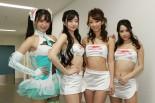 レーシングミクサポーターズを務める荒井つかささん、宮越愛恵さん、鈴菜さん、山村ケレールさん