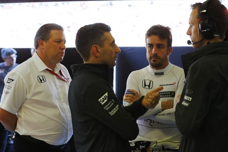 F1   アロンソ落胆隠せず。「新しいF1のスタートで1日を失うのはあまりにも痛い」